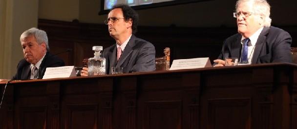 José Vargas, presidente SOCHID; Juan Carlos de la Llera, Decano de Ingeniería UC; Bonifacio Fernández, presidente del comité organizador del XXII Congreso