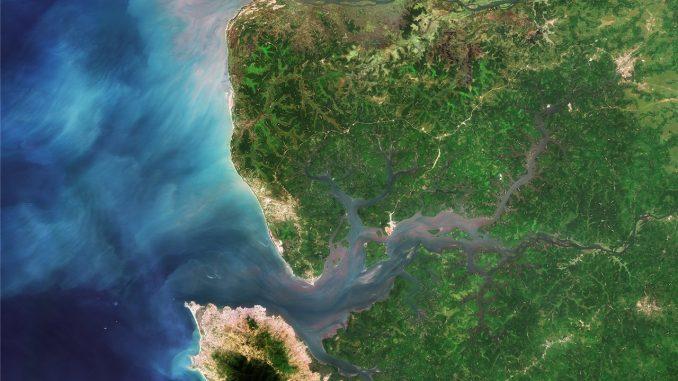 Desembocadura río Sierra Leona. Imagen de National Geographic España (https://www.nationalgeographic.com.es/).